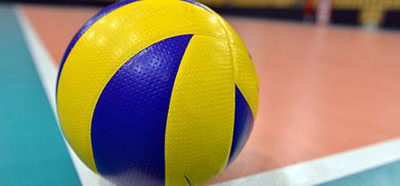 pallavolo pallone giallo blu sul parquet
